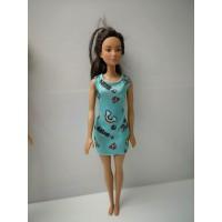 Muñeca Barbie Morena con vestido