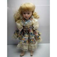Muñeca de Porcelana Grande Rubia con vestido Flores