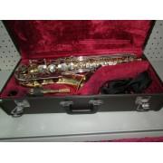 Saxofon Yamaha YAS-25 en estuche