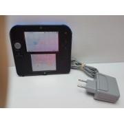 Consola Nintendo 2DS con transformador